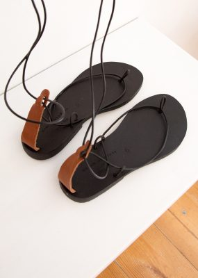 GAYA SANDALS ALL BLACK