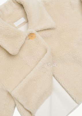 AMOMENTO  SHEARING BUTTON UP JACKET – CREAM