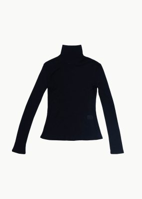 AMOMENTO TURTLENECK – BLACK