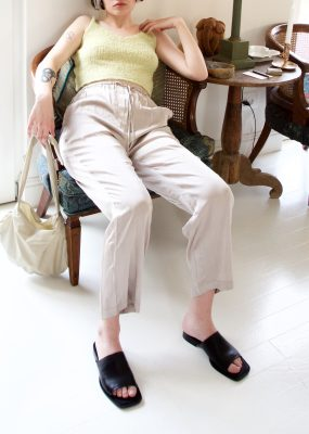 AMOMENTO SATIN SHIRRING PANTS – Light khaki