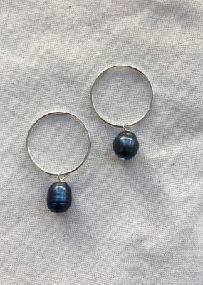 Black Pearl earrings – ODD PEARLS